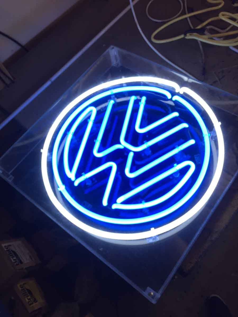 Neon Los Angeles Signs Tech